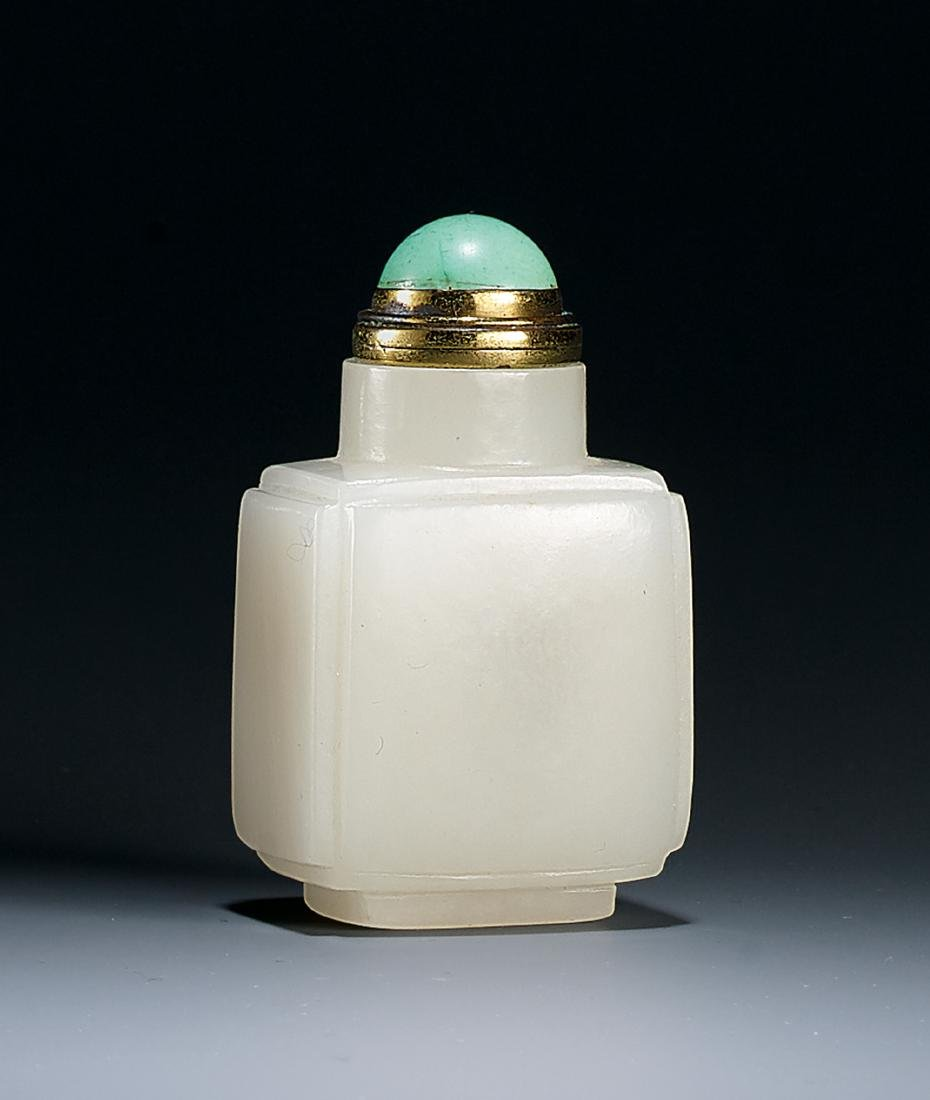 A Carved White Jade Snuff Bottle Qing Dynasty