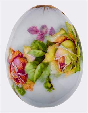 A LITTLE PORCELAIN EASTER EGG WITH FLOWERS