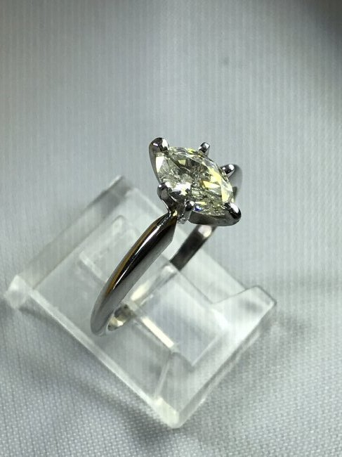 14k White Gold Ring with Diamond. - 3