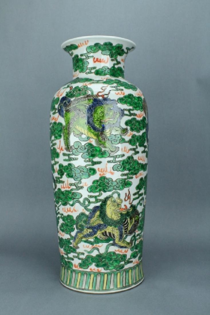 Qing Large WuCai Lion Vase KangXi Mark and Period