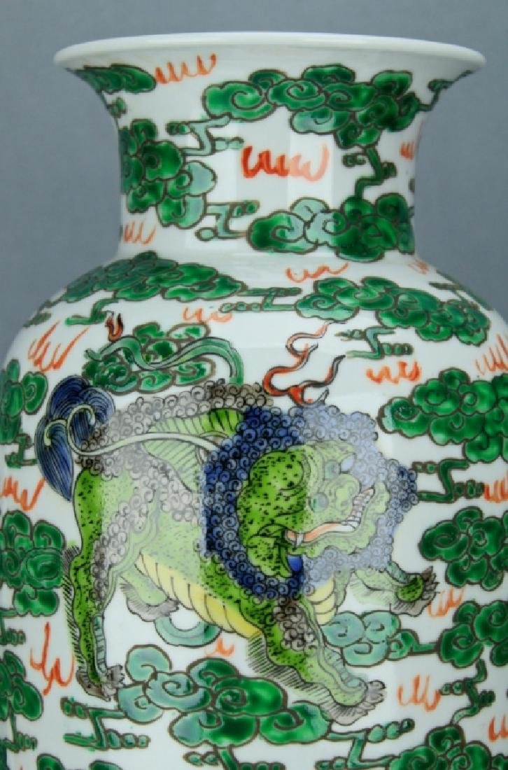 Qing Large WuCai Lion Vase KangXi Mark and Period - 2