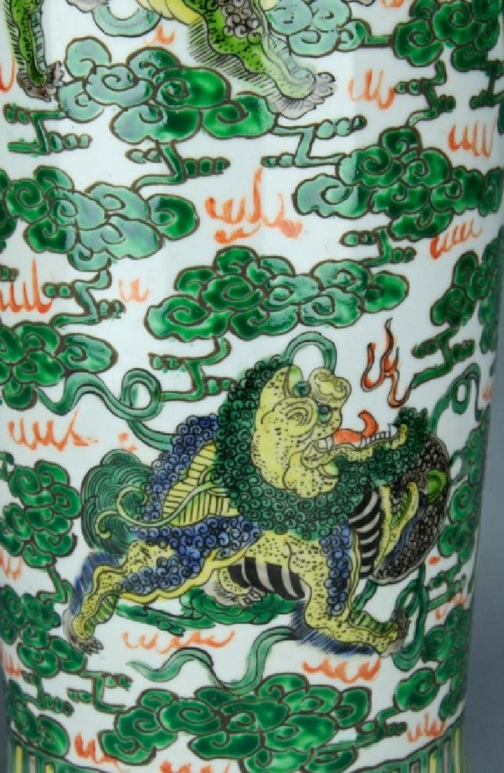 Qing Large WuCai Lion Vase KangXi Mark and Period - 3