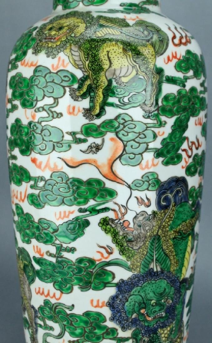 Qing Large WuCai Lion Vase KangXi Mark and Period - 5