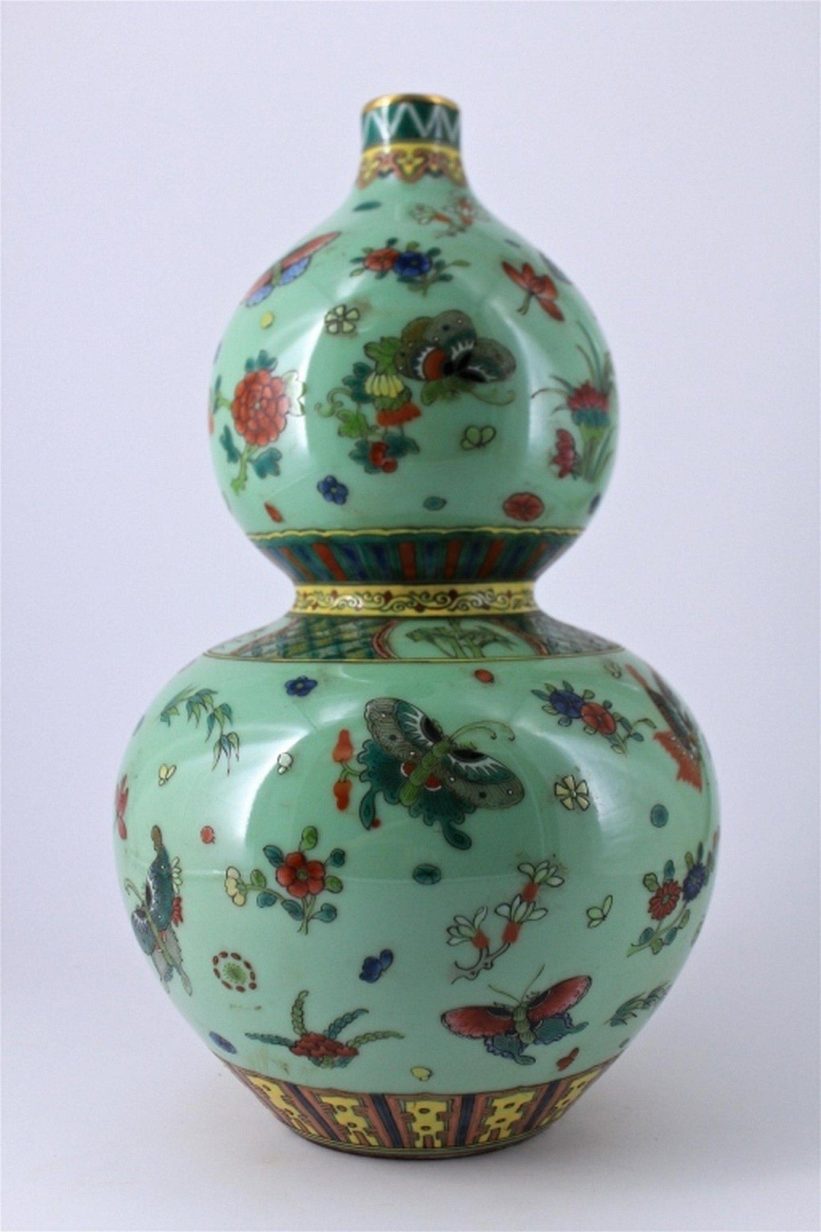 Large Qing Famille Rose Butterfly Porcelain Vase
