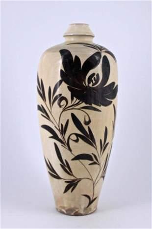 White&Black Floral Porcelain Vase Qing Period
