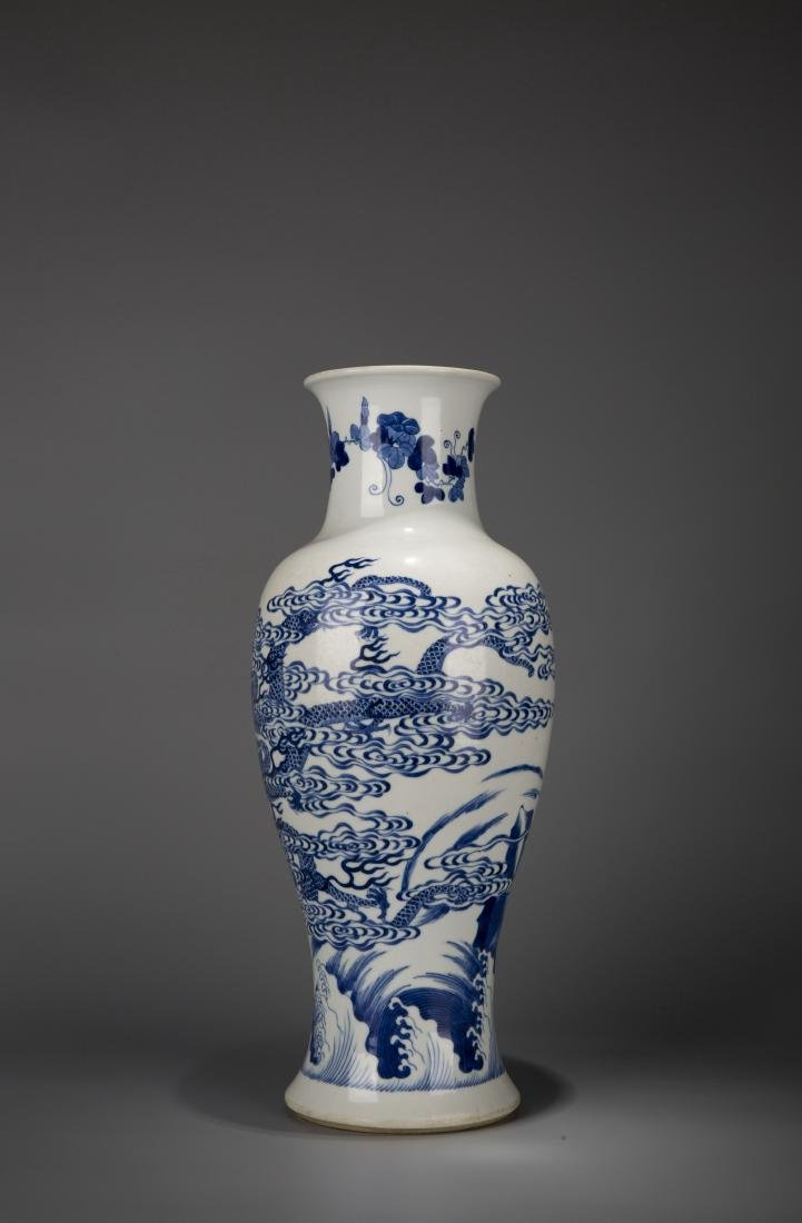 A Chinese Blue And White Dragon Pattern Porcelain Vase - 4