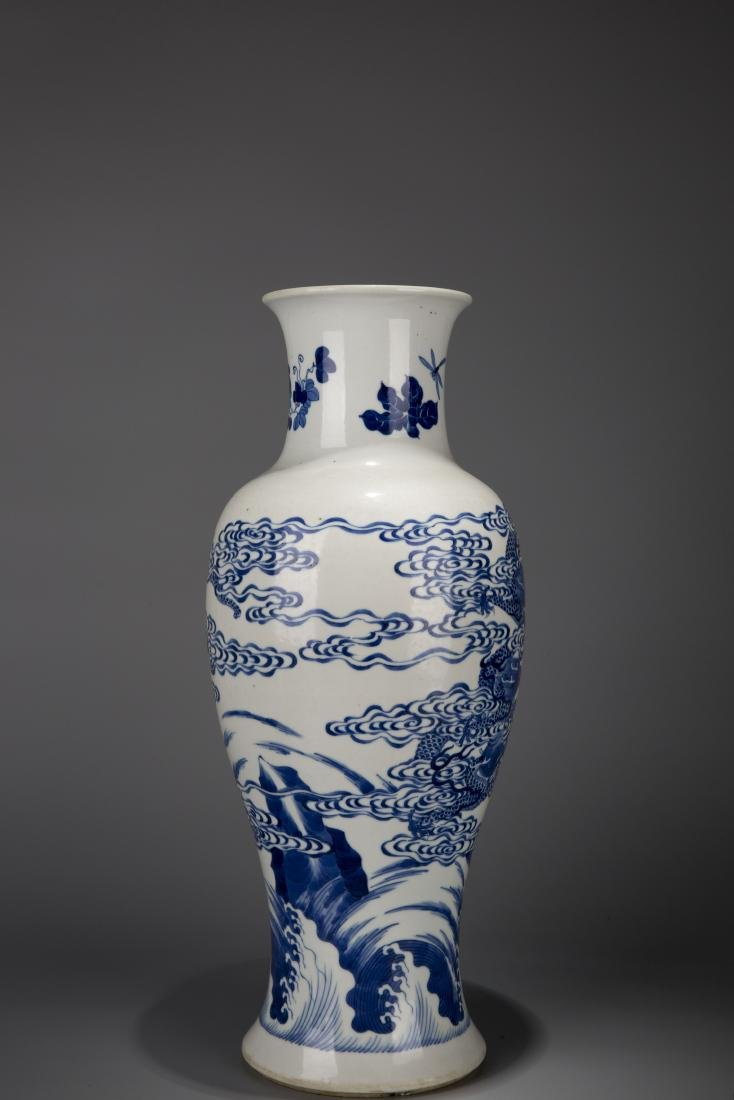 A Chinese Blue And White Dragon Pattern Porcelain Vase - 5