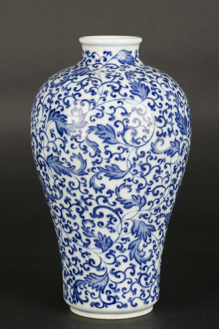 A Chinese Blue and White Porcelain Vase - 2