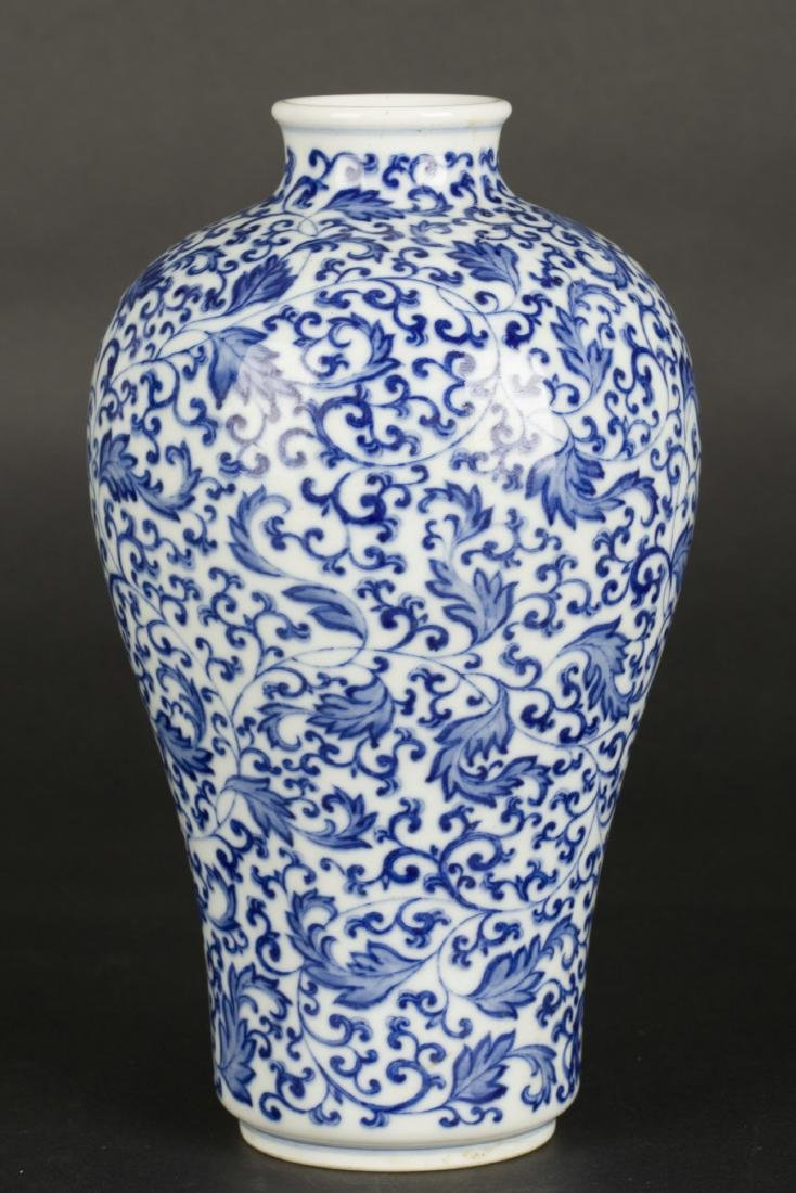A Chinese Blue and White Porcelain Vase - 3