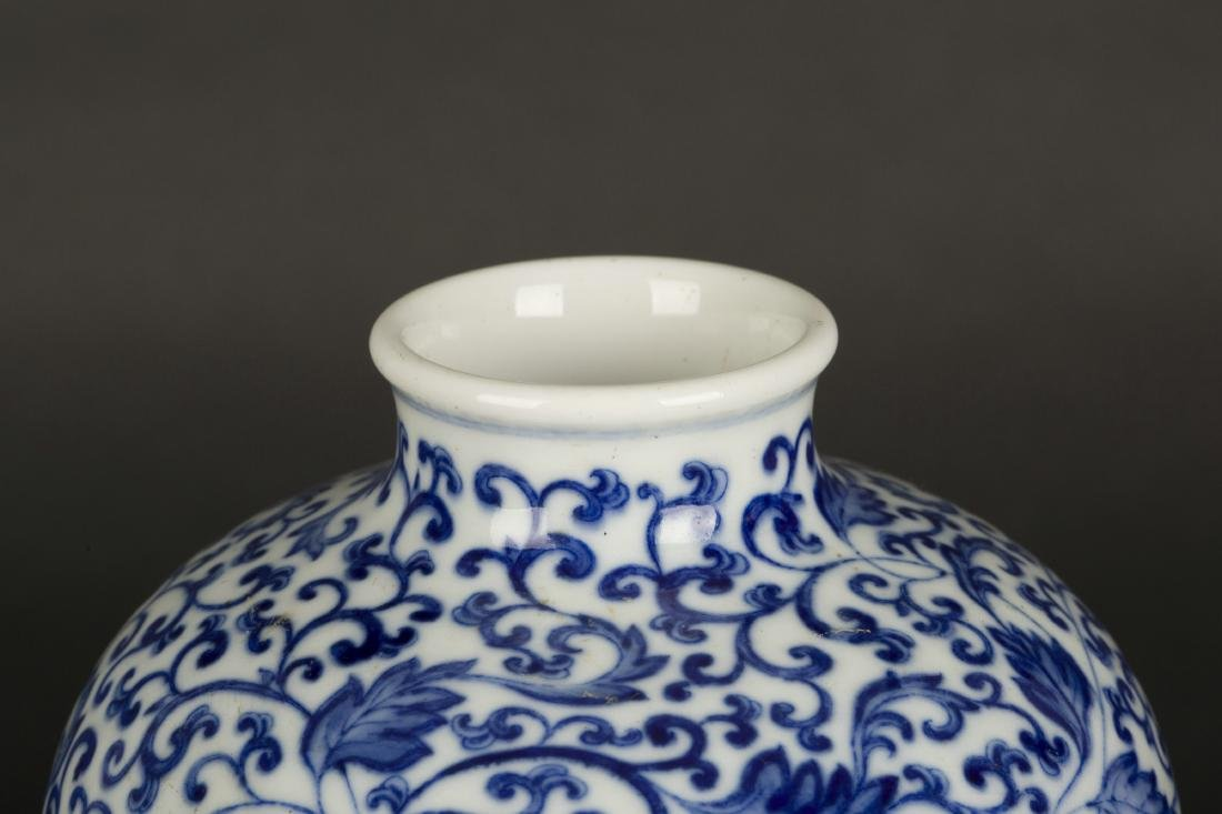 A Chinese Blue and White Porcelain Vase - 6