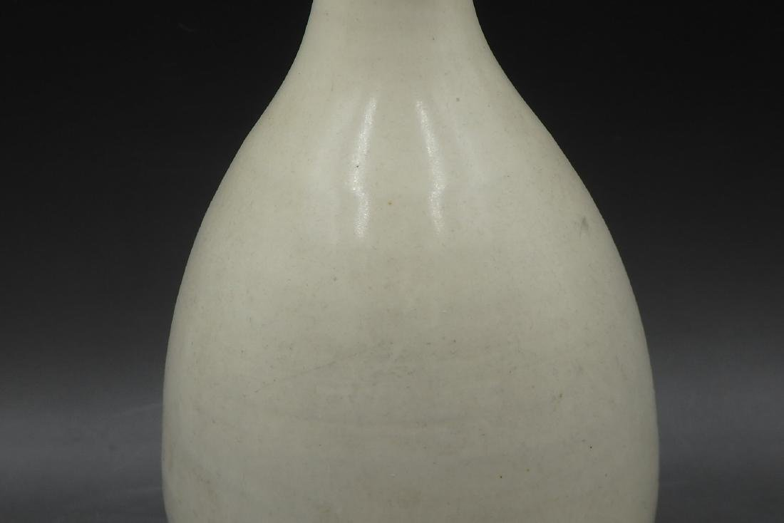 A Chinese White Glazed Porcelain Vase - 4
