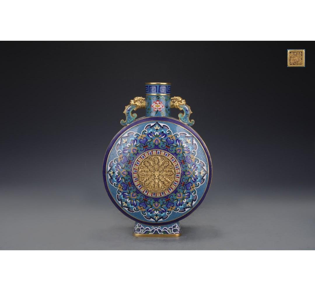 A Chinese Cloisonne Enamel Porcelain Vase with Copper