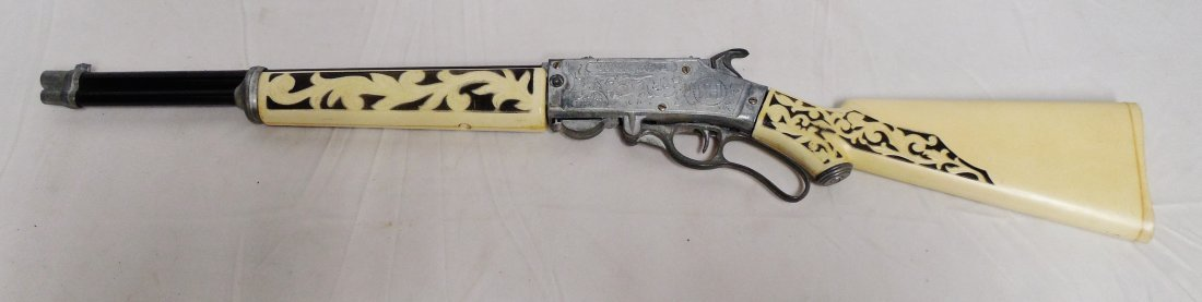 """Hubley """"Scout Rifle"""" Cap Gun Ivory and Black"""
