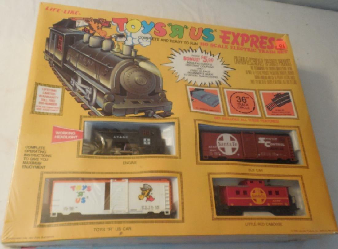 Life Like Toys-R-Us HO Train Set