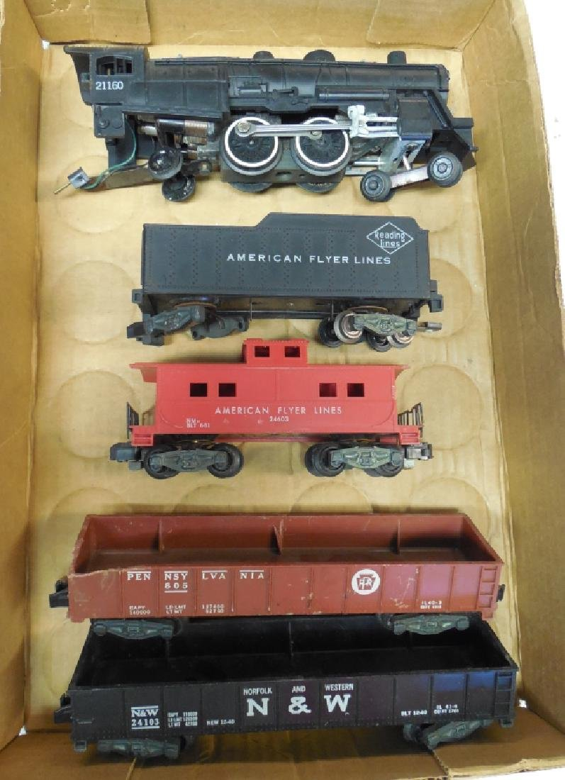 Lot of 5 Assorted Train Engine/Cars
