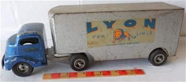 Smith  Miller  Lyon Van Lines Truck