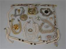 VTG Costume Jewelry Lot, Golds & Pearls