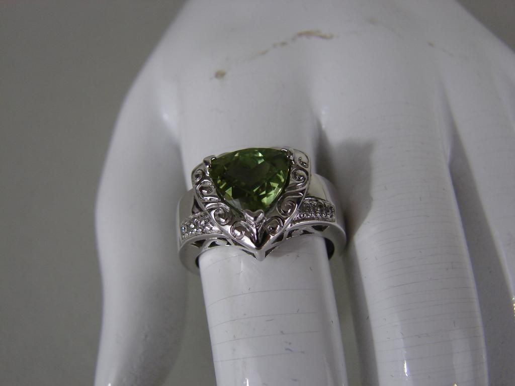 14K White Gold Natural Peridot & Diamond Ring