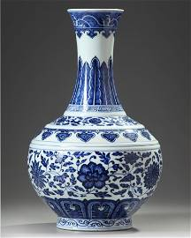 A CHINESE MING-STYLE BLUE AND WHITE BOTTLE VASE