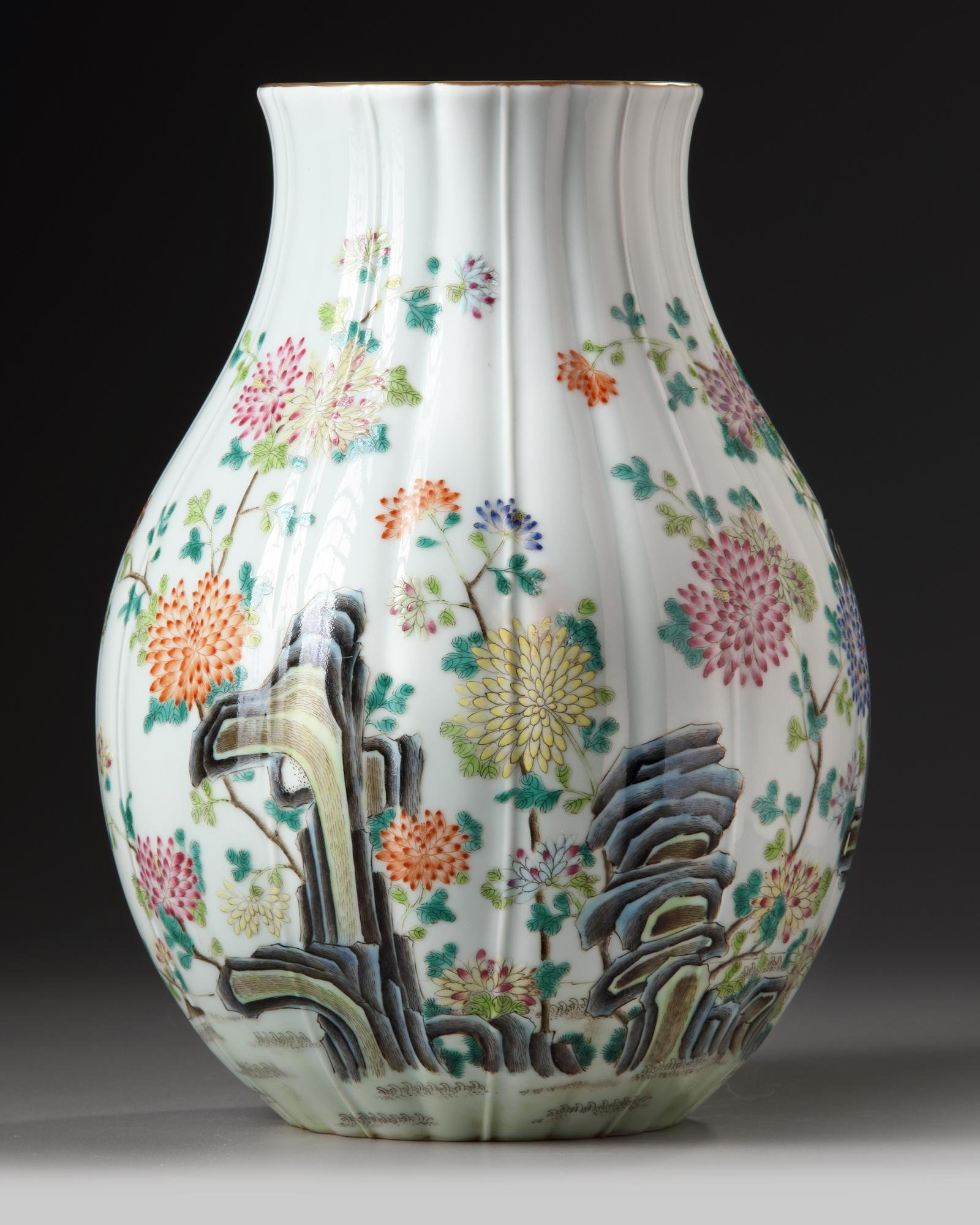A CHINESE FAMILLE ROSE RIBBED VASE