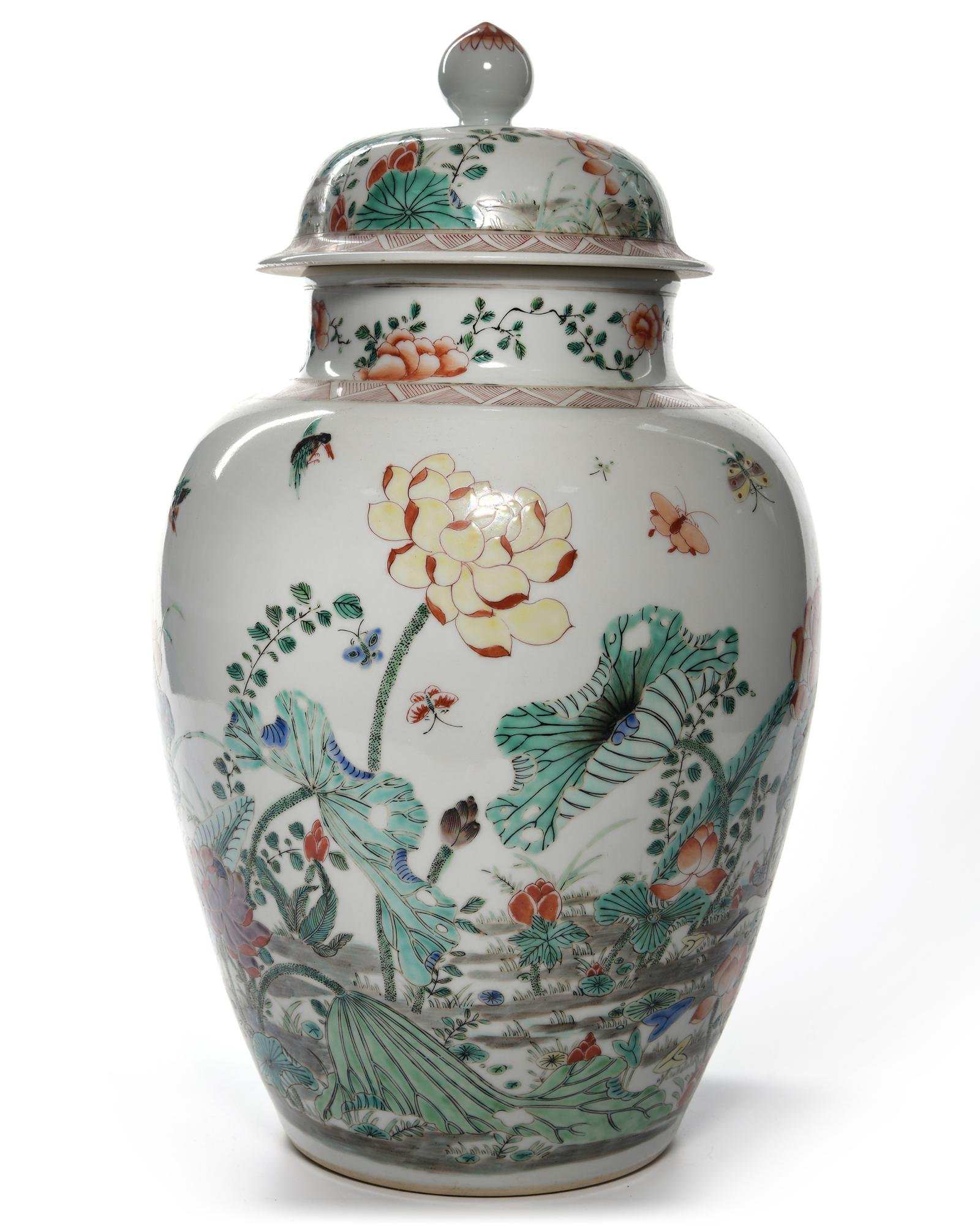 A CHINESE FAMILLE VERTE VASE AND COVER, CHINA,