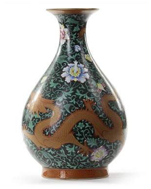 A CHINESE BLACK-GROUND FAMILLE ROSE VASE, CHINA,