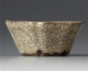 A CHINESE SMALL CRACKLE-GLAZED FLORIFORM WASHER