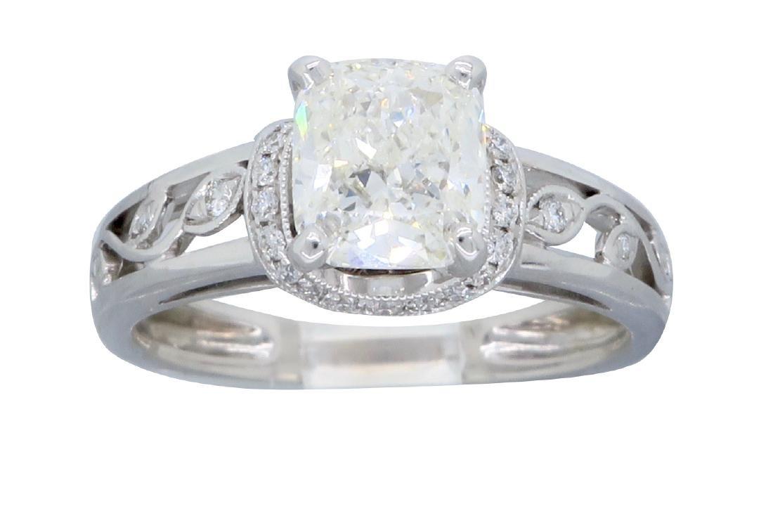 18KT White Gold 1.37ctw Diamond Ring