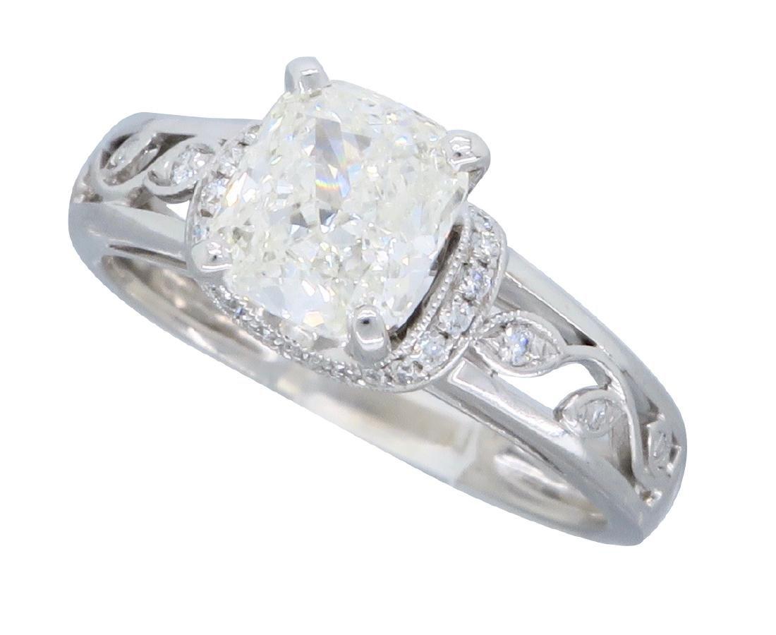 18KT White Gold 1.37ctw Diamond Ring - 2