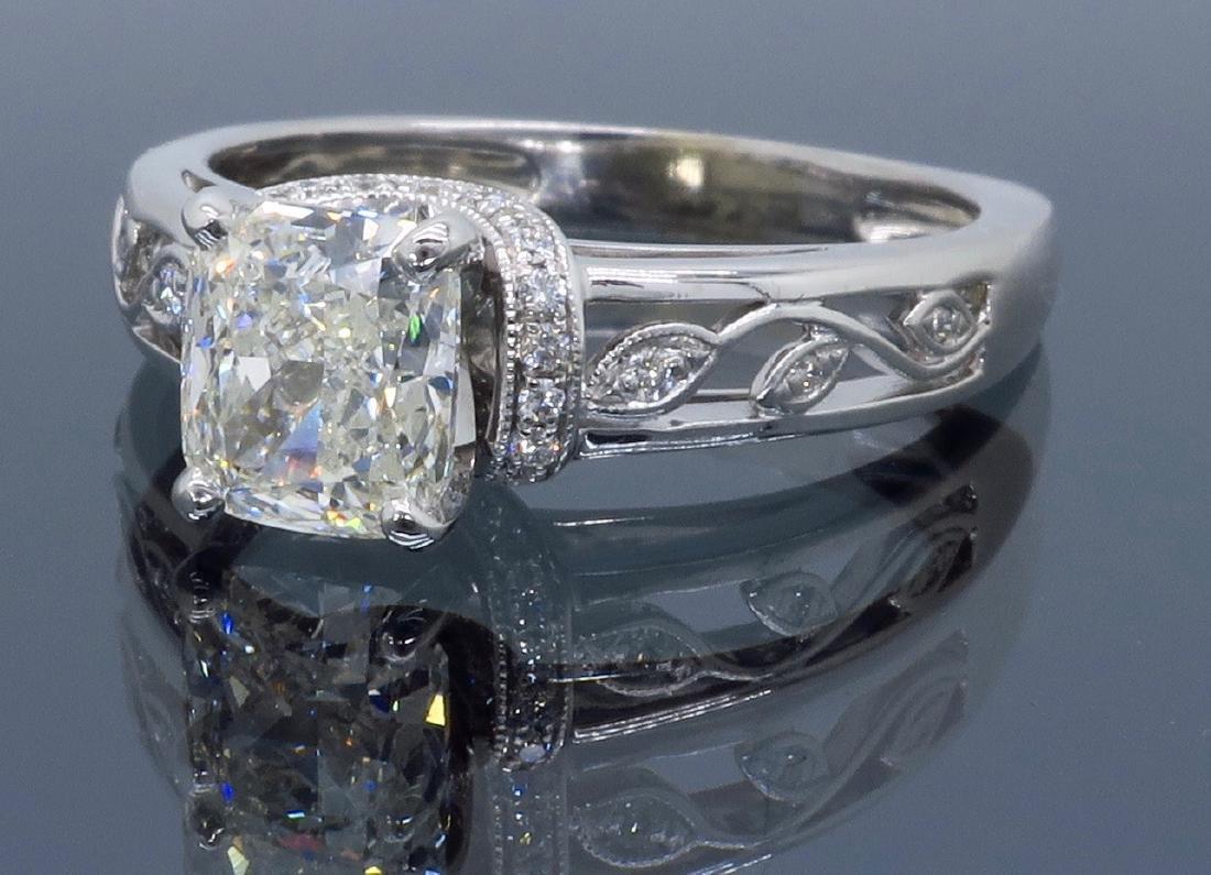 18KT White Gold 1.37ctw Diamond Ring - 7