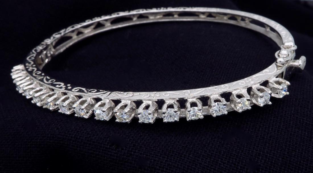 14KT White Gold 1.10ctw Diamond Bracelet - 10