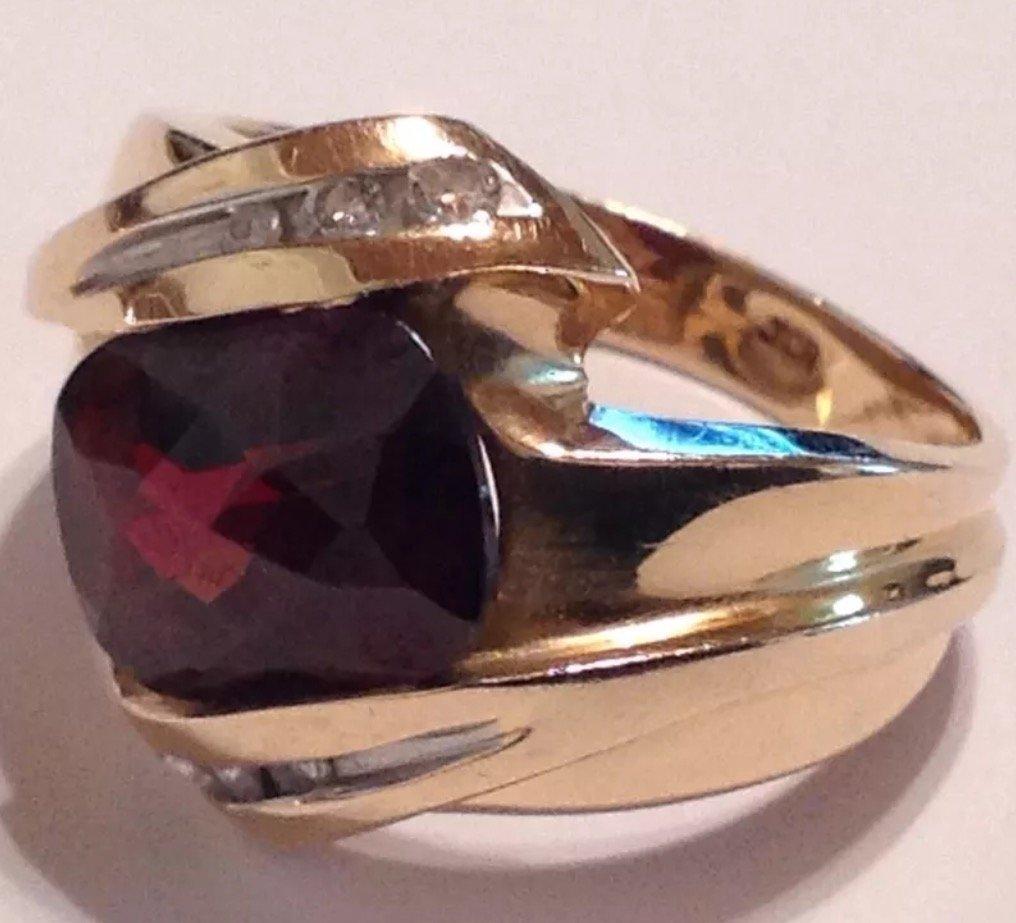 Vintage estate 14k gold garnet diamond ring