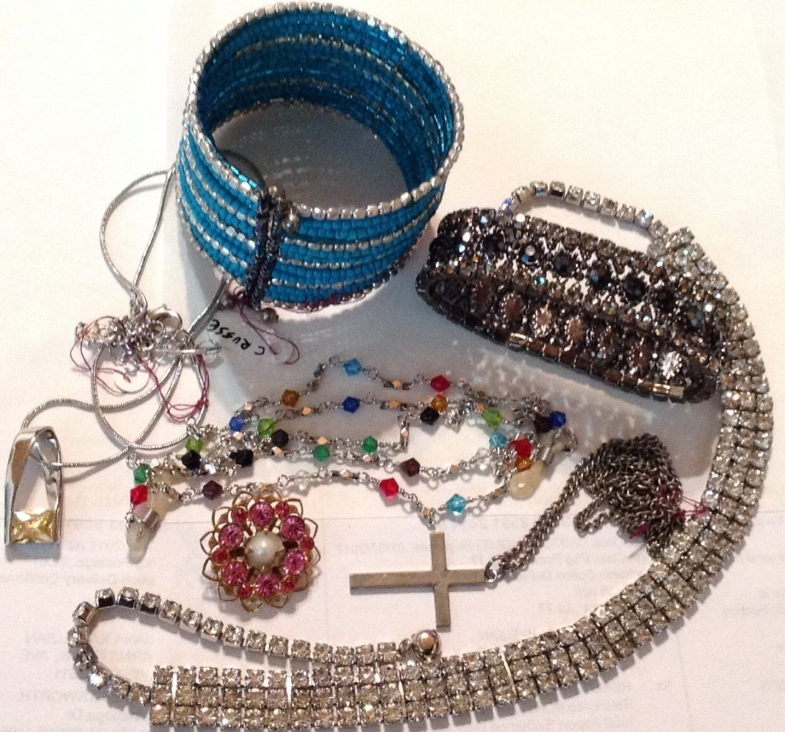 Estate vintage lot of jewelry (R)