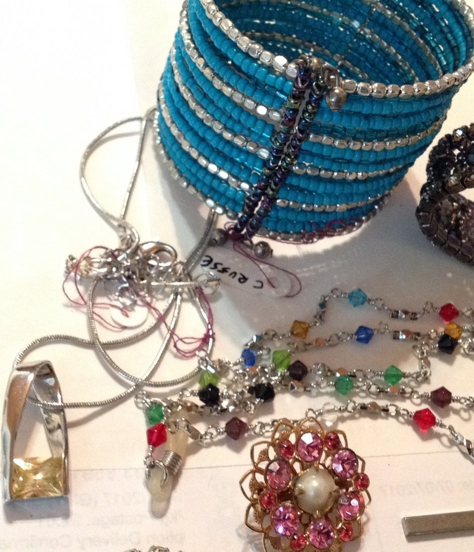 Estate vintage lot of jewelry (R) - 2