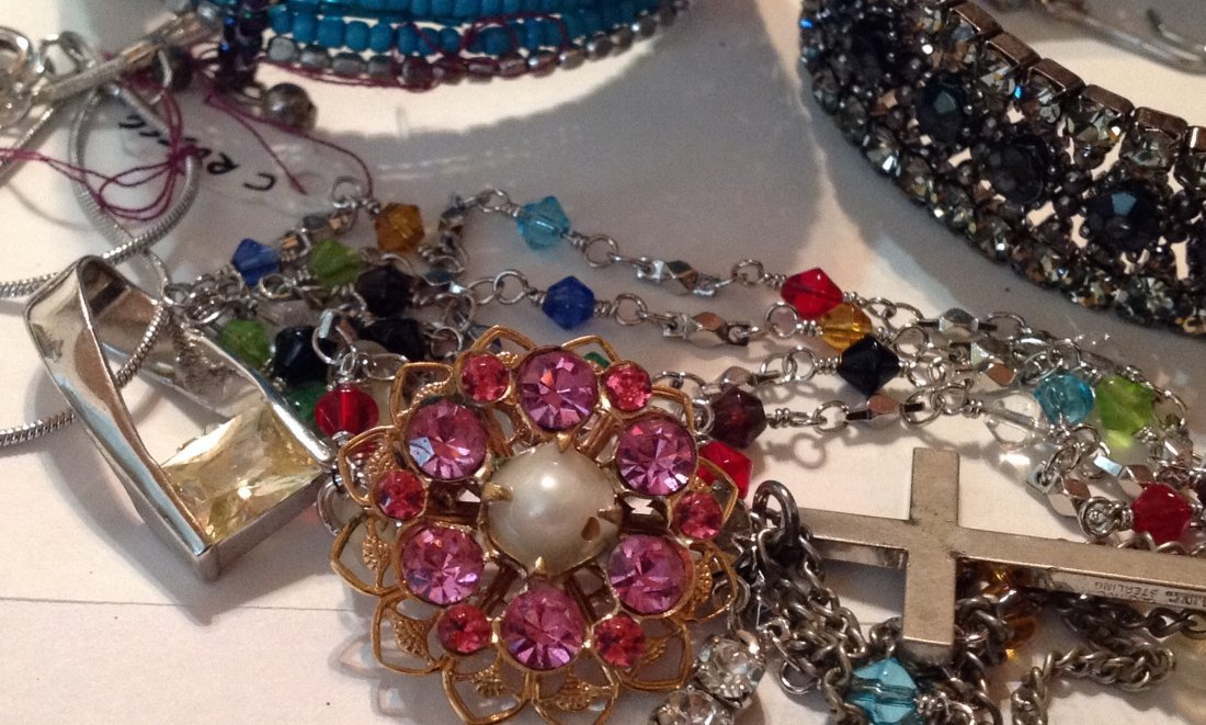 Estate vintage lot of jewelry (R) - 4