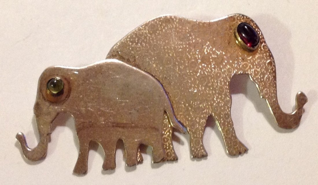 Estate vintage Iriniri sterling  elephant brooch (R)