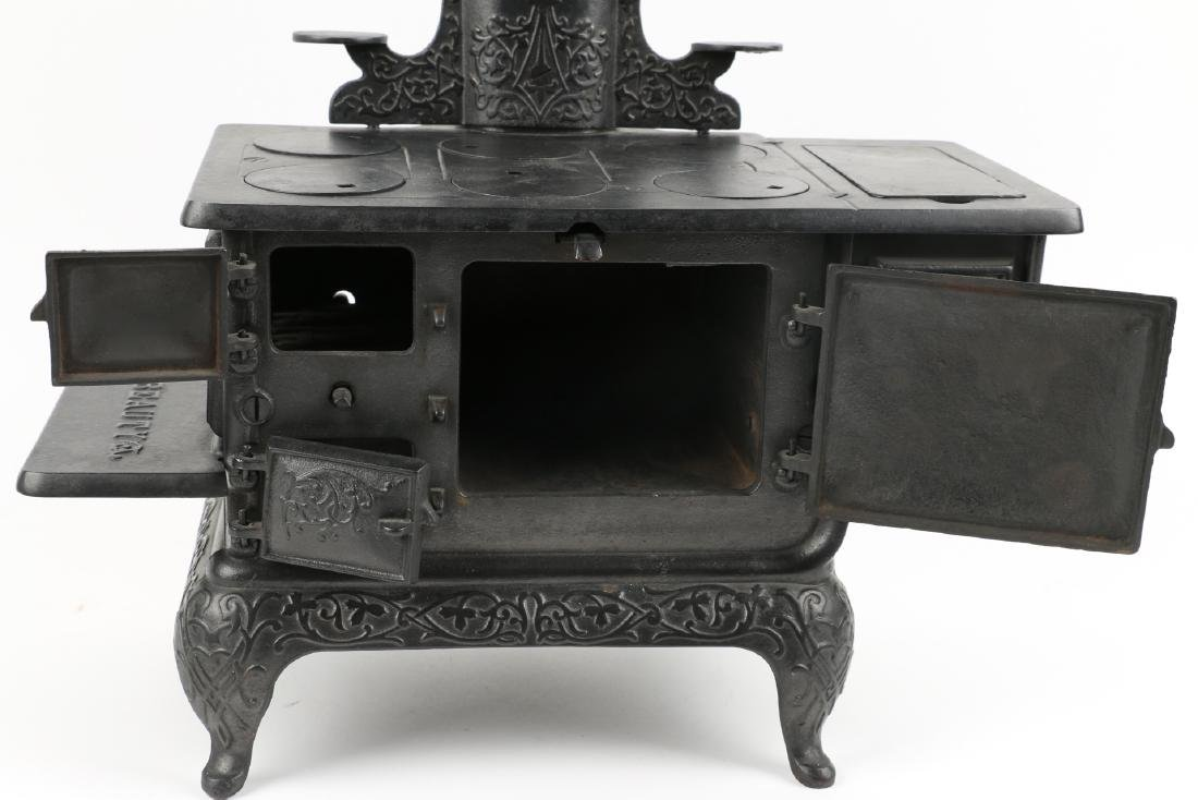 Working Miniature Cast Iron Stove - 4