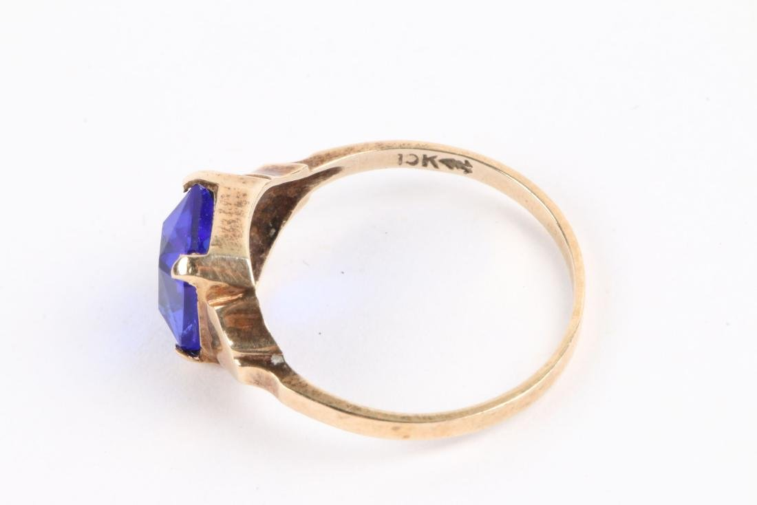 A 10K Yellow Gold Ring - 6