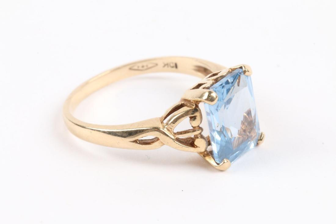 A 10k Gold & Aquamarine Ring - 7
