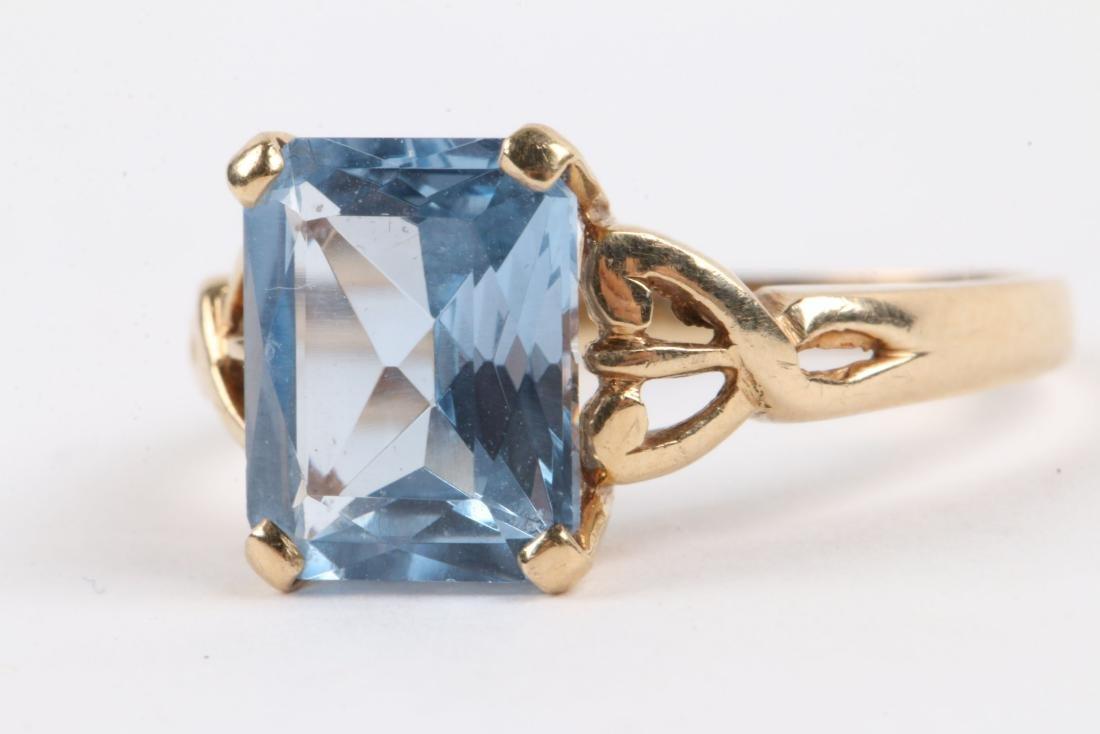 A 10k Gold & Aquamarine Ring - 8