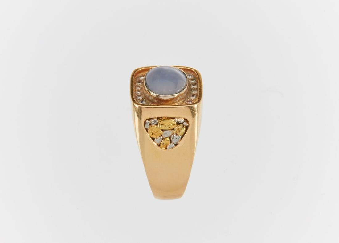 A Gent's 18k Gold, Diamond & Star Sapphire Ring - 6
