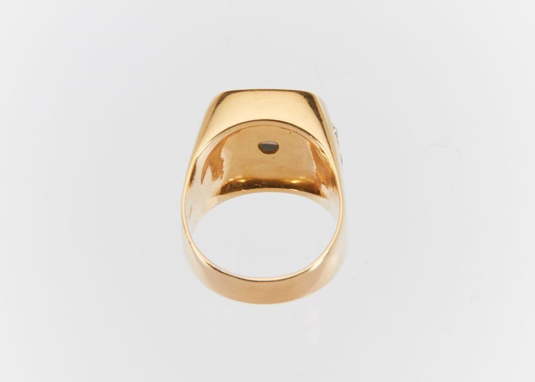 A Gent's 18k Gold, Diamond & Star Sapphire Ring - 9