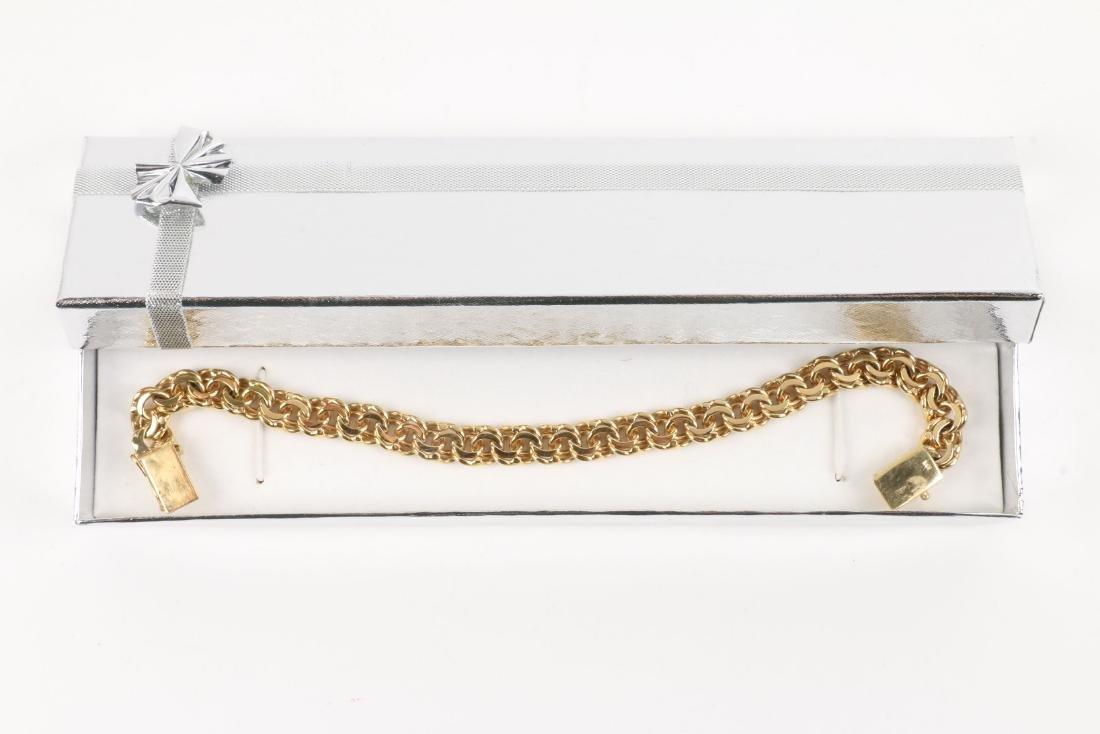 An 18K Gold Bracelet - 6