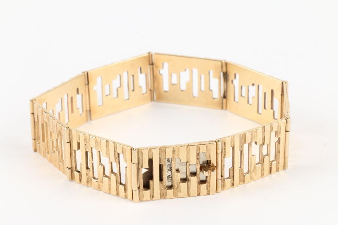 An 18K Yellow Gold Bracelet - 2