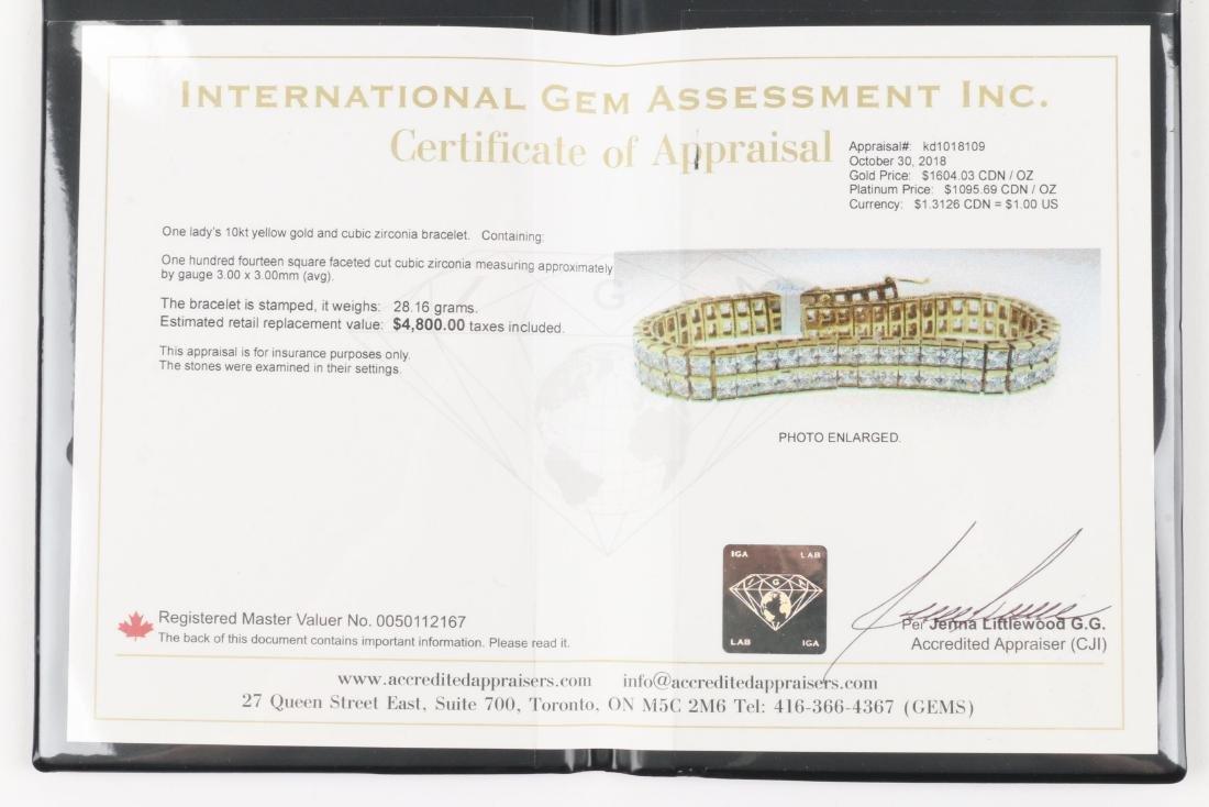 A 10K Yellow Gold Bracelet - 7