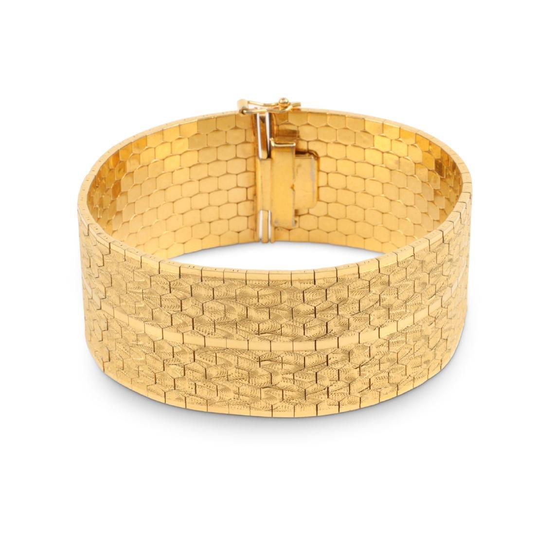 An 18K Yellow Gold Bracelet