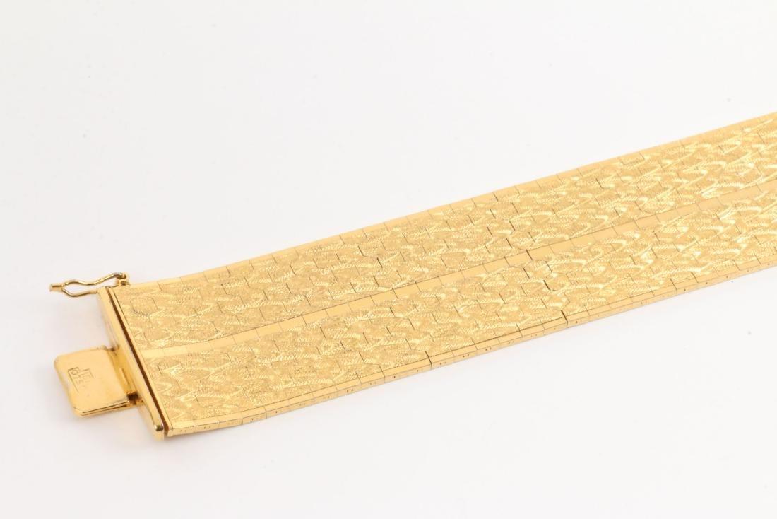An 18K Yellow Gold Bracelet - 3