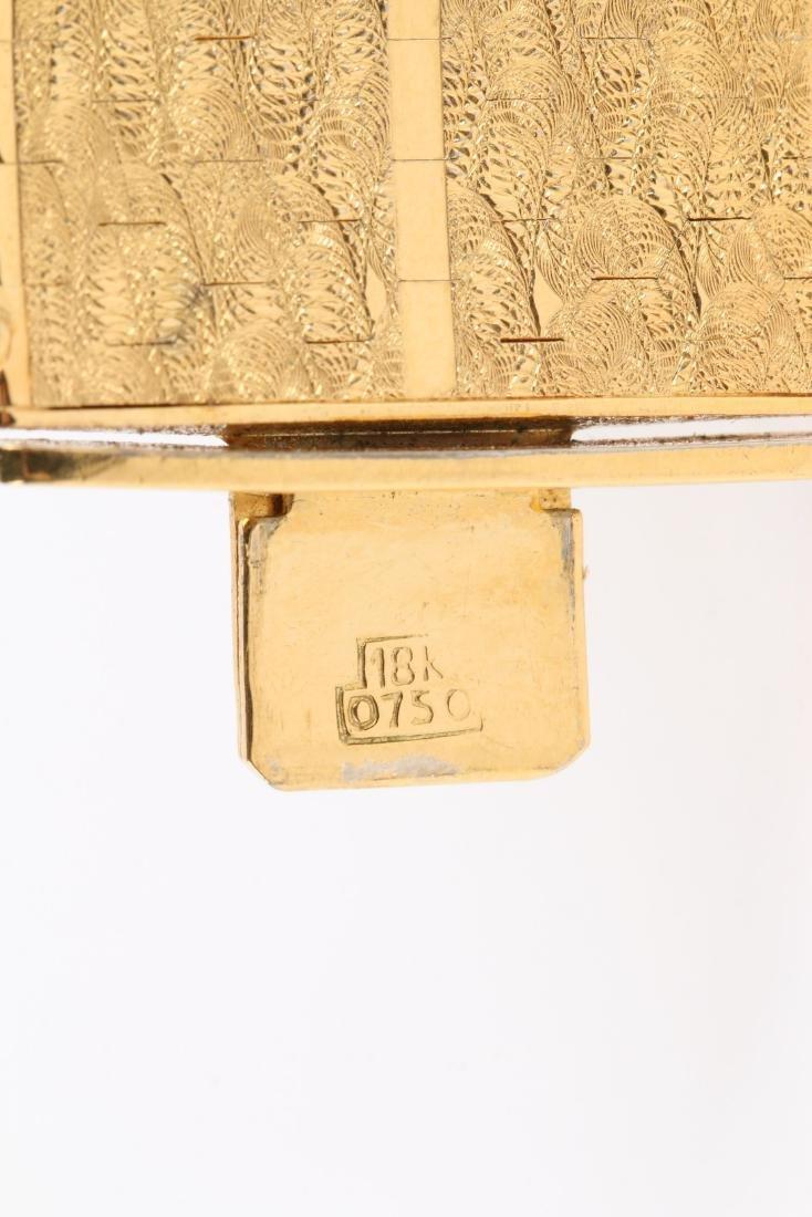 An 18K Yellow Gold Bracelet - 6