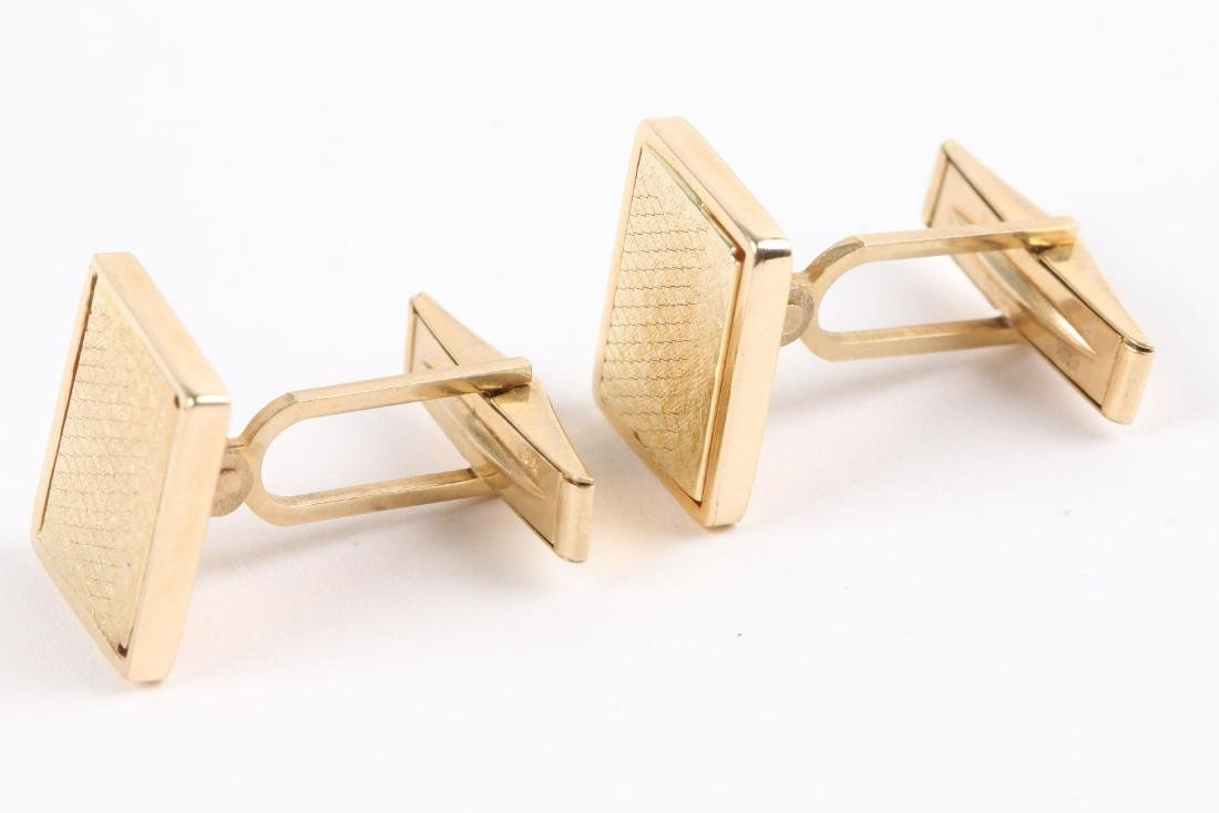 2 Pairs, 10K-15K Gold Cufflinks - 3