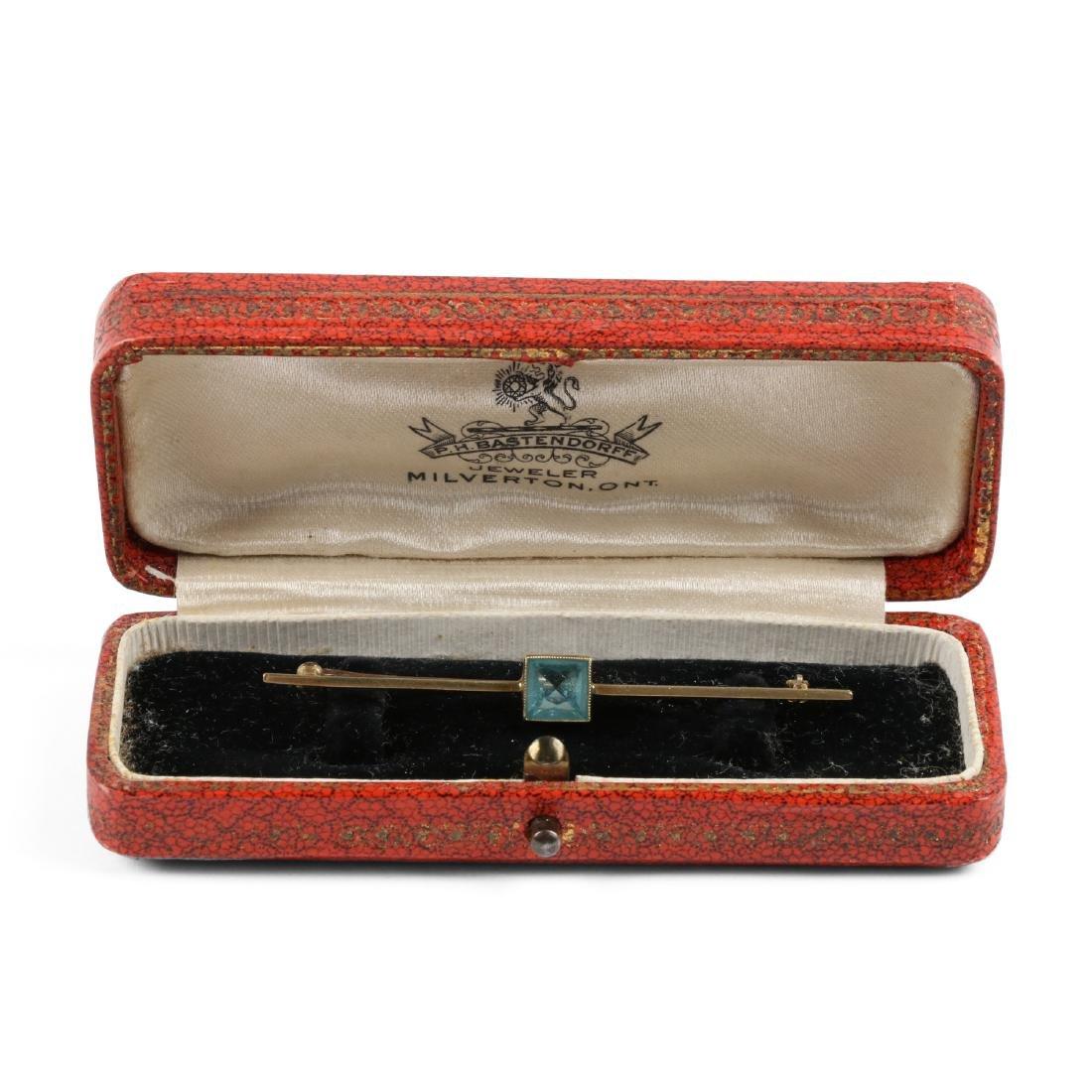 An Edwardian 10K Gold & Aquamarine Bar Pin